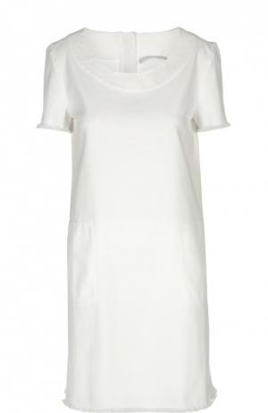 Прямое джинсовое платье с круглым вырезом и бахромой 7 For All Mankind. Цвет: белый