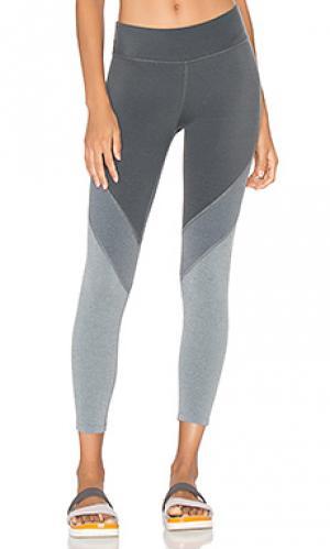Капри леггинсы plush Beyond Yoga. Цвет: серый