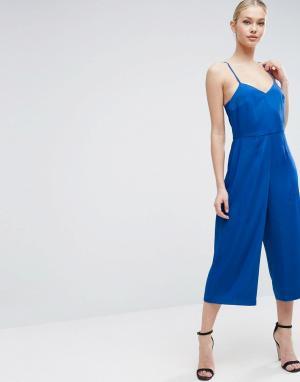 ASOS Атласный комбинезон с юбкой-брюками. Цвет: синий