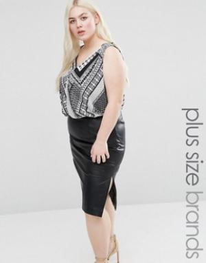 Koko Блузка размера плюс с платочным принтом и запахом спереди. Цвет: черный