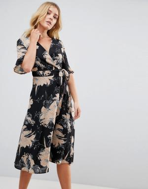 Uttam Boutique Платье с запахом и цветочным принтом. Цвет: мульти