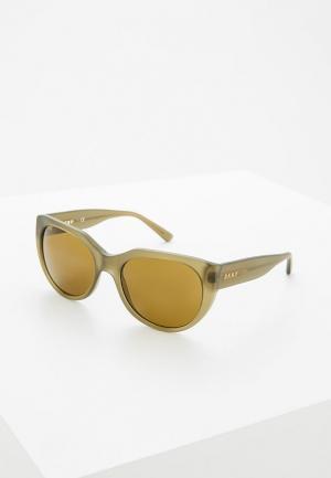 Очки солнцезащитные DKNY. Цвет: хаки