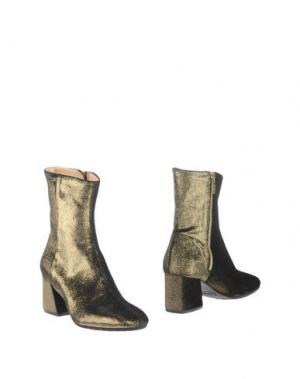 Полусапоги и высокие ботинки L'ARIANNA. Цвет: золотистый