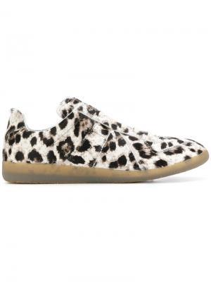 Кроссовки-слипоны с леопардовым принтом Maison Margiela. Цвет: телесный
