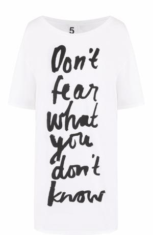 Удлиненная футболка свободного кроя с контрастной надписью 5PREVIEW. Цвет: белый