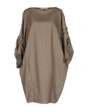 Платье до колена UN-NAMABLE. Цвет: хаки