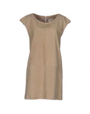 Короткое платье VINTAGE DE LUXE. Цвет: бежевый