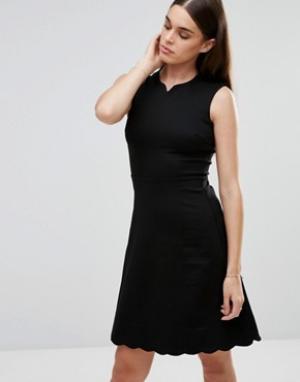 Darling Приталенное платье. Цвет: черный
