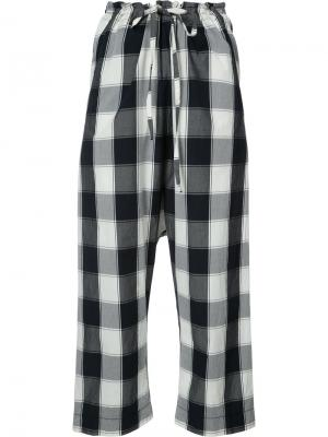 Gingham-print cropped trousers Forme Dexpression D'expression. Цвет: синий