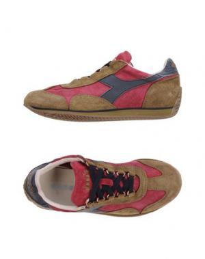 Низкие кеды и кроссовки DIADORA HERITAGE. Цвет: фуксия