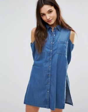 Parisian Джинсовое платье-рубашка с открытыми плечами. Цвет: синий