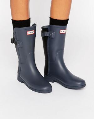 Hunter Контрастные короткие резиновые сапоги с ремешком сзади (черный/серый). Цвет: серый