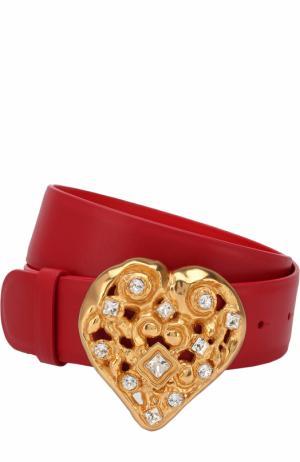 Кожаный ремень с фигурной пряжкой и декором Dolce & Gabbana. Цвет: красный