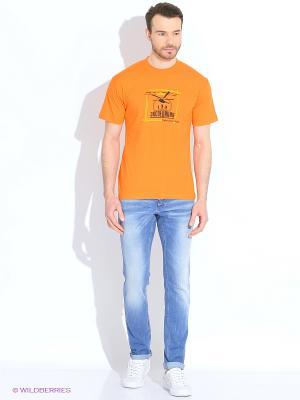 Футболка мужская Если вовремя не поцеловаться, можно навсегда остаться друзьями оранжевая Экспедиция. Цвет: оранжевый