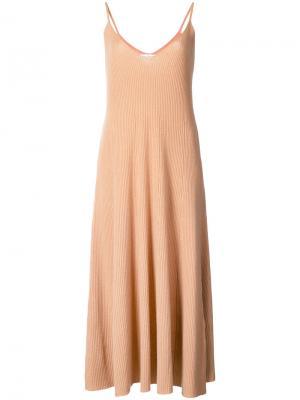 Платье в рубчик с расклешенным подолом Ryan Roche. Цвет: телесный