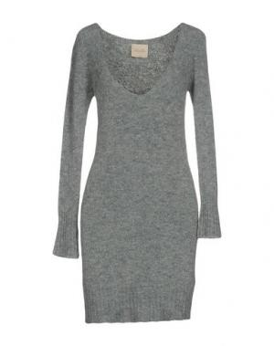 Короткое платье LOU LONDON. Цвет: светло-серый