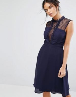 Elise Ryan Платье миди без рукавов с контрастной кружевной отделкой. Цвет: темно-синий