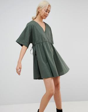 ASOS Свободное платье с V-образными вырезами и поясом. Цвет: зеленый