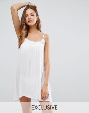 Akasa Пляжное платье с помпонами. Цвет: белый