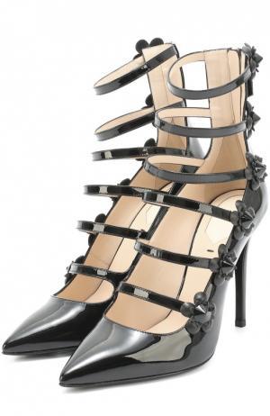Лаковые туфли с декорированными ремешками Fendi. Цвет: черный