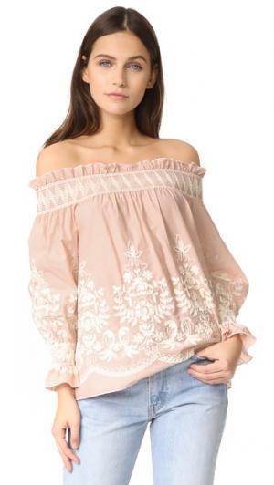 Топ с открытыми плечами и вышивкой ENGLISH FACTORY. Цвет: телесный, розовый