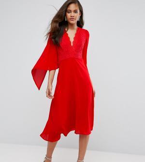 John Zack Tall Приталенное платье миди с кейпом и кружевом. Цвет: красный