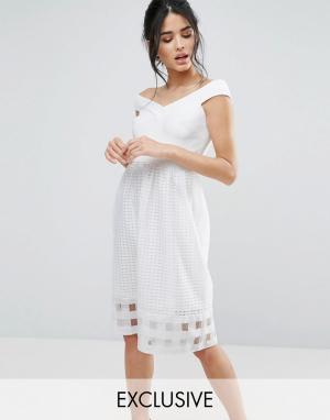 Elise Ryan Платье миди со спущенными плечами и сетчатой юбкой. Цвет: кремовый