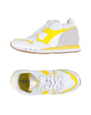 Низкие кеды и кроссовки DIADORA HERITAGE. Цвет: желтый