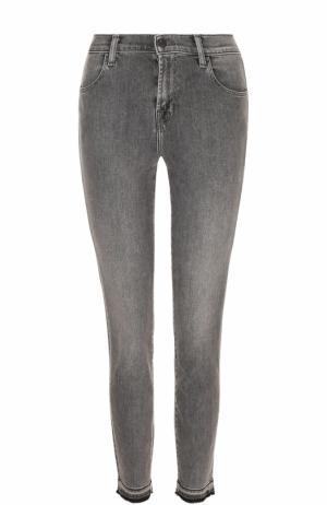 Укороченные джинсы-скинни с потертостями J Brand. Цвет: серый