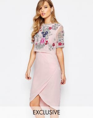 Frock and Frill Платье-футляр с открытой спиной и декорированной накладкой F. Цвет: розовый