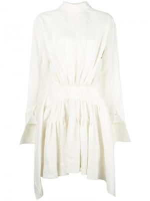 Платье с присборенным поясом J.W.Anderson. Цвет: белый
