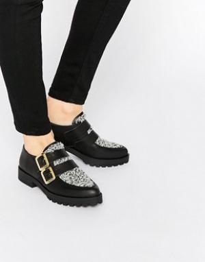 Miista Туфли с пряжками на плоской подошве Bhu. Цвет: черный