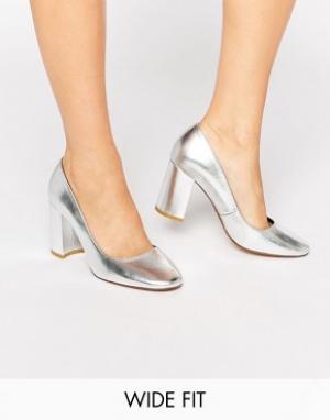 Dune Wide Fit Серебристые кожаные сандалии на среднем каблуке для широкой стопы. Цвет: серебряный