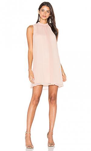 Платье со сборками sugar dust WAYF. Цвет: румянец