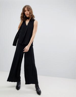Selected Укороченные брюки плиссе Femme. Цвет: черный