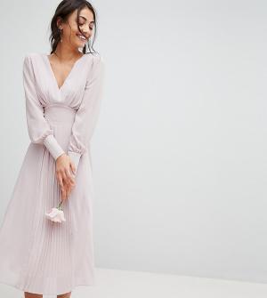 TFNC Tall Платье миди с длинными рукавами и плиссированной юбкой WEDDI. Цвет: коричневый