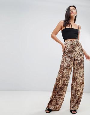 Missguided Расклешенные брюки с леопардовым принтом. Цвет: мульти