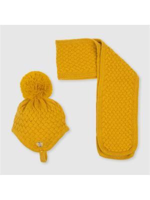 Комплект из шапки и шарфа Tutto Piccolo. Цвет: горчичный