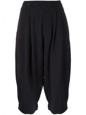 Укороченные брюки Simon Société Anonyme. Цвет: синий