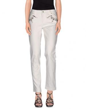 Джинсовые брюки EMANUEL UNGARO. Цвет: белый