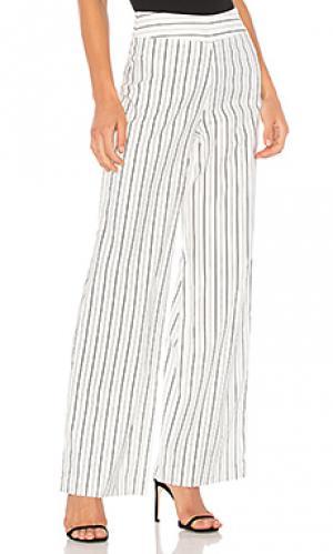 Широкие полосатые брюки BLAQUE LABEL. Цвет: белый