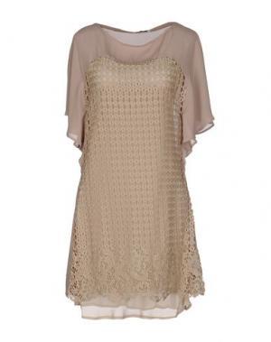 Короткое платье ANGELA MELE MILANO. Цвет: хаки
