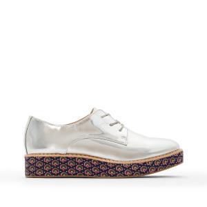 Ботинки-дерби на танкетке с зеркальным эффектом и рисунком подошве La Redoute Collections. Цвет: серый
