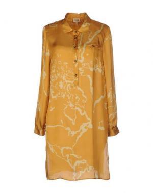 Короткое платье ALVIERO MARTINI 1A CLASSE. Цвет: охра