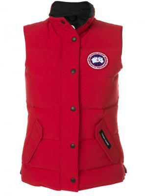 Пуховый жилет с заплаткой логотипом Canada Goose. Цвет: красный