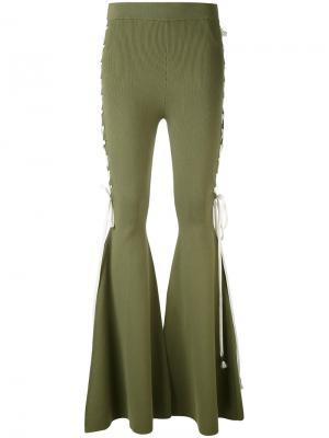 Расклешенные брюки Puma. Цвет: зелёный
