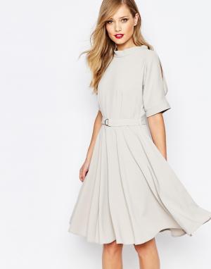 Closet London Приталенное платье миди с поясом и D‑образной пряжкой. Цвет: розовый