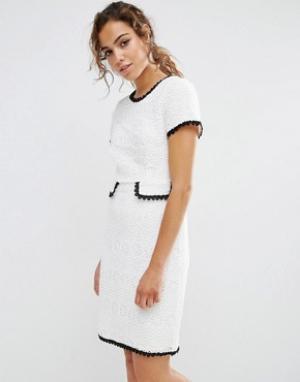 Darling Фактурное цельнокройное платье с контрастной отделкой. Цвет: кремовый