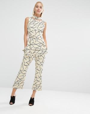 Lavish Alice Укороченные расклешенные брюки с абстрактным принтом. Цвет: мульти