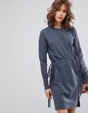 Lost Ink Платье с длинными рукавами и завязками. Цвет: серый